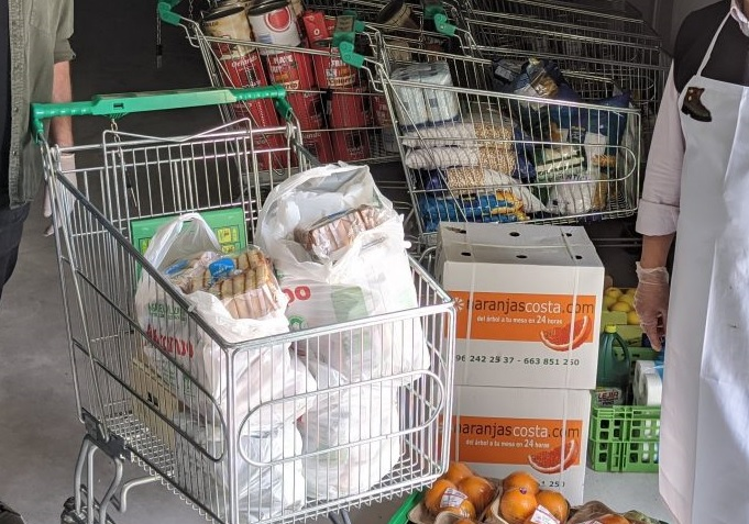Donación alimentos albergue personas sin hogar Sanchinarro